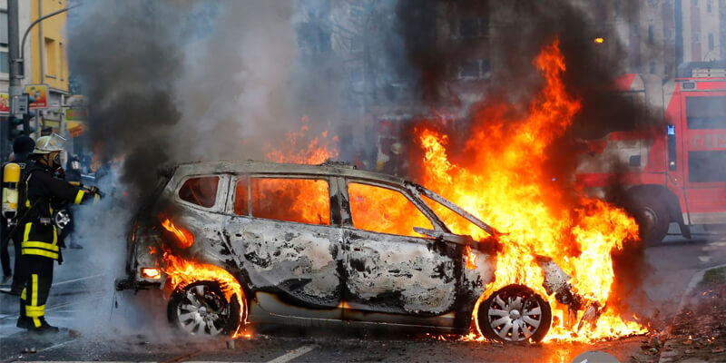 Kebakaran Mobil Alat Pemadam Api Ringan Agen Pemadam Api