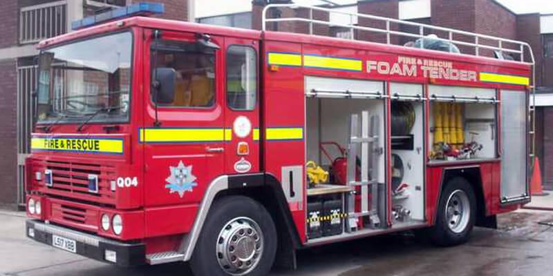 Mobil Pemadam Kebakaran Foam Tender Agen Pemadam Api